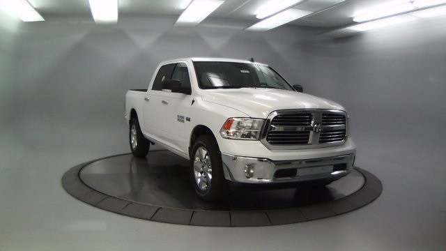 2018 Ram 1500 Crew Cab 4x4 Pickup #DR8030 - photo 4