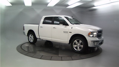 2018 Ram 1500 Crew Cab 4x4 Pickup #DR8031 - photo 3