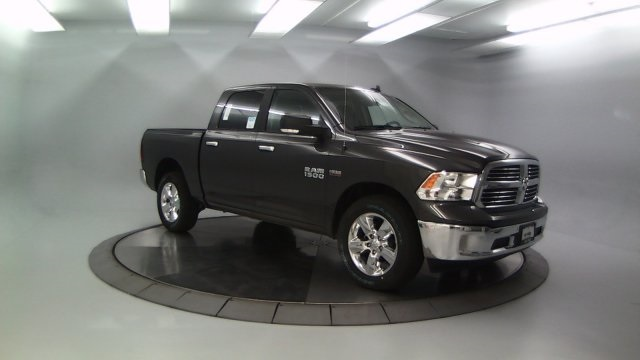 2018 Ram 1500 Crew Cab 4x4 Pickup #DR8032 - photo 11