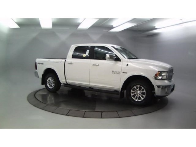 2018 Ram 1500 Crew Cab 4x4, Pickup #DR8040 - photo 4