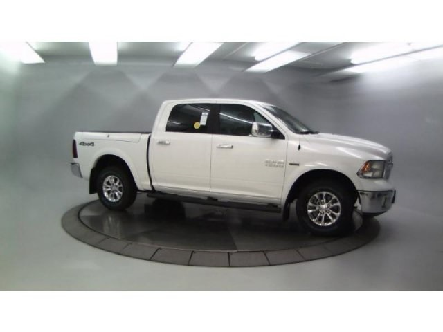 2018 Ram 1500 Crew Cab 4x4, Pickup #DR8040 - photo 10