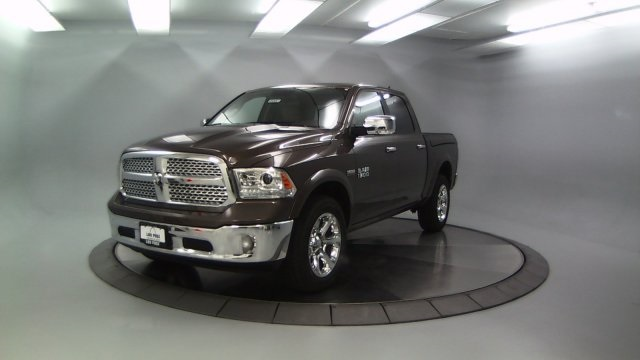 2018 Ram 1500 Crew Cab 4x4 Pickup #DR8061 - photo 4
