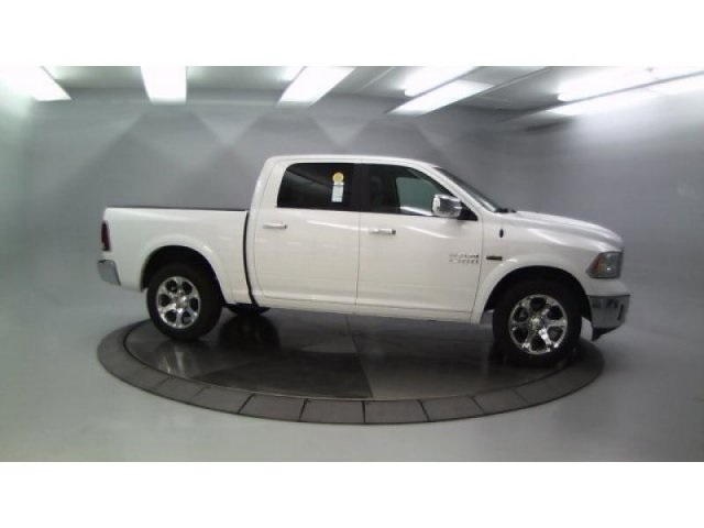 2018 Ram 1500 Crew Cab 4x4, Pickup #DR8082 - photo 10