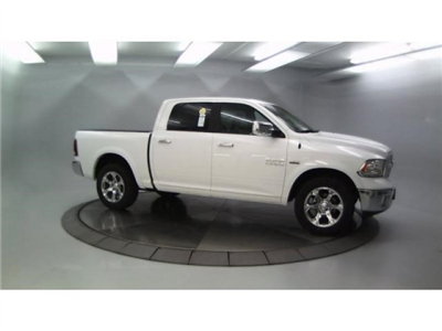 2018 Ram 1500 Crew Cab 4x4, Pickup #DR8082 - photo 3