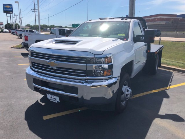 2018 Silverado 3500 Regular Cab DRW 4x2,  Knapheide Platform Body #C181560S - photo 4