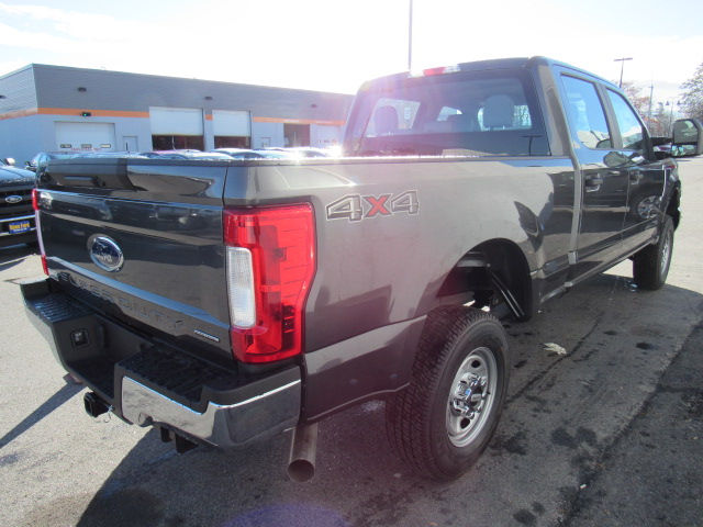 2017 F-250 Crew Cab 4x4, Pickup #179567 - photo 2