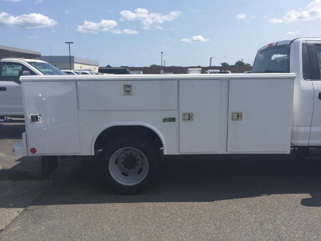 2017 F-550 Regular Cab DRW 4x4, Reading Classic II Aluminum  Service Body #179655 - photo 8