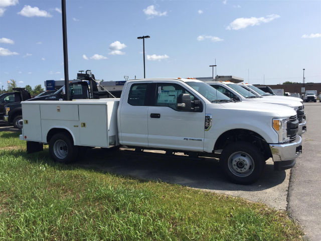 2017 F-350 Super Cab DRW 4x4, Reading Classic II Steel Service Body #179698 - photo 4