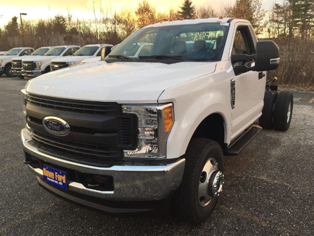 2017 F-350 Regular Cab DRW 4x4 Cab Chassis #179705 - photo 3
