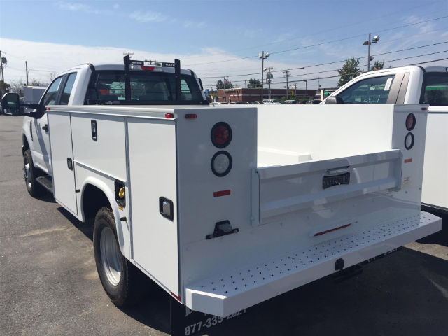 2017 F-350 Super Cab DRW 4x4, Knapheide Standard Service Body #179711 - photo 2