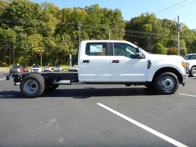 2017 F-350 Crew Cab DRW Cab Chassis #35217P - photo 3