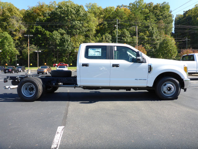 2017 F-350 Crew Cab DRW Cab Chassis #E68168 - photo 3