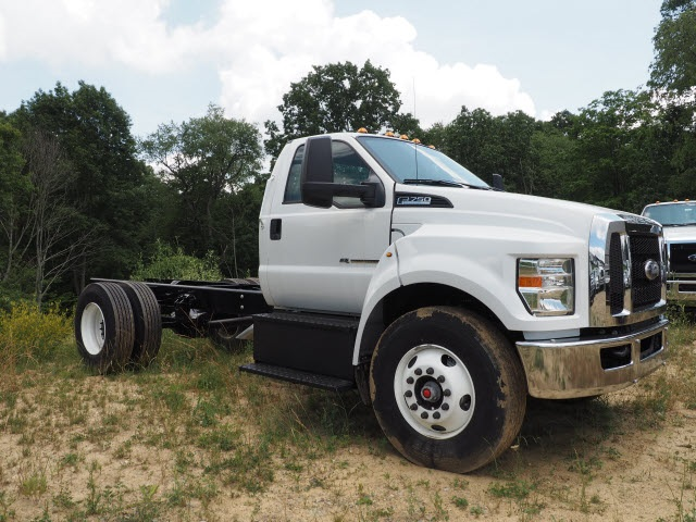 2016 F-750 Regular Cab DRW, Cab Chassis #3912 - photo 4
