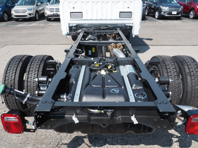 2017 F-450 Regular Cab DRW 4x4, Cab Chassis #5172 - photo 4