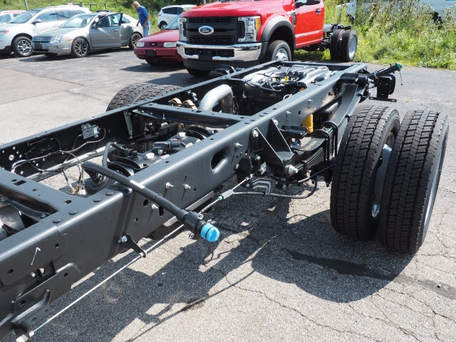 2017 F-450 Regular Cab DRW 4x4, Cab Chassis #5172 - photo 5