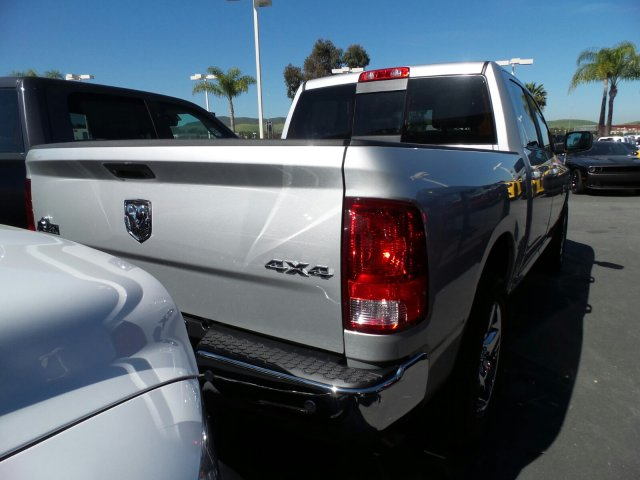 2017 Ram 1500 Crew Cab 4x4 Pickup #J285115 - photo 2