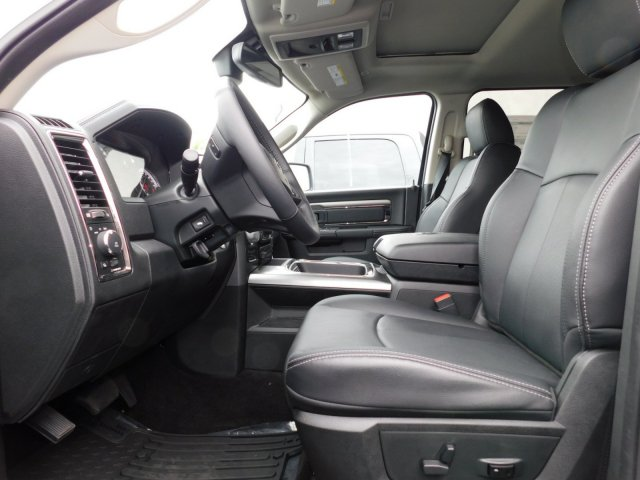 2018 Ram 1500 Crew Cab 4x4, Pickup #J289226 - photo 3