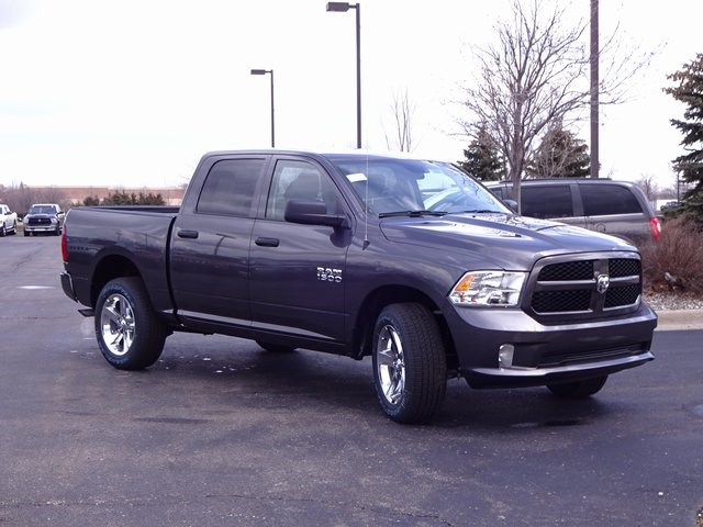 2018 Ram 1500 Crew Cab 4x4, Pickup #18U1281 - photo 3