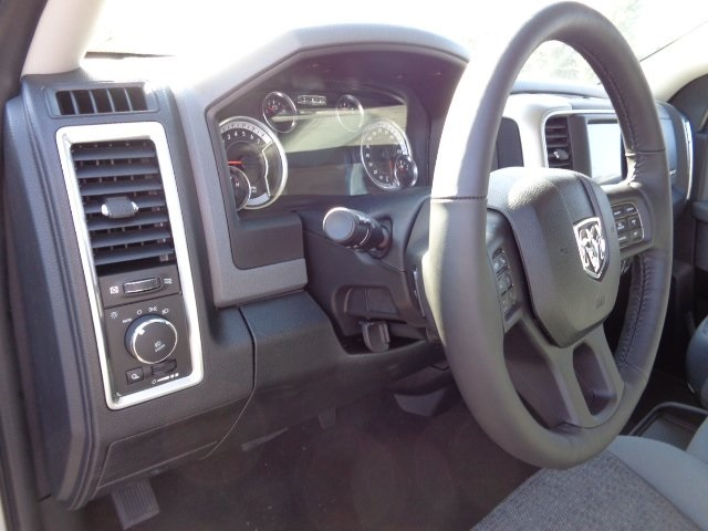 2018 Ram 1500 Crew Cab 4x4, Pickup #18U1561 - photo 11