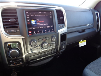 2018 Ram 1500 Crew Cab 4x4, Pickup #18U1561 - photo 17