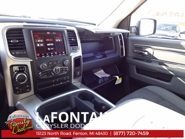 2018 Ram 1500 Crew Cab 4x4 Pickup #18U157 - photo 32