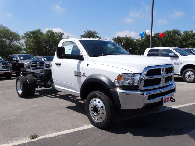 2017 Ram 5500 Regular Cab DRW, Cab Chassis #B699100 - photo 4