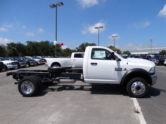 2017 Ram 5500 Regular Cab DRW, Cab Chassis #B699100 - photo 5