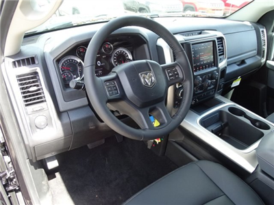 2018 Ram 1500 Crew Cab 4x4 Pickup #R125937 - photo 10