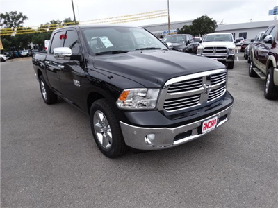2017 Ram 1500 Crew Cab Pickup #R668636 - photo 4