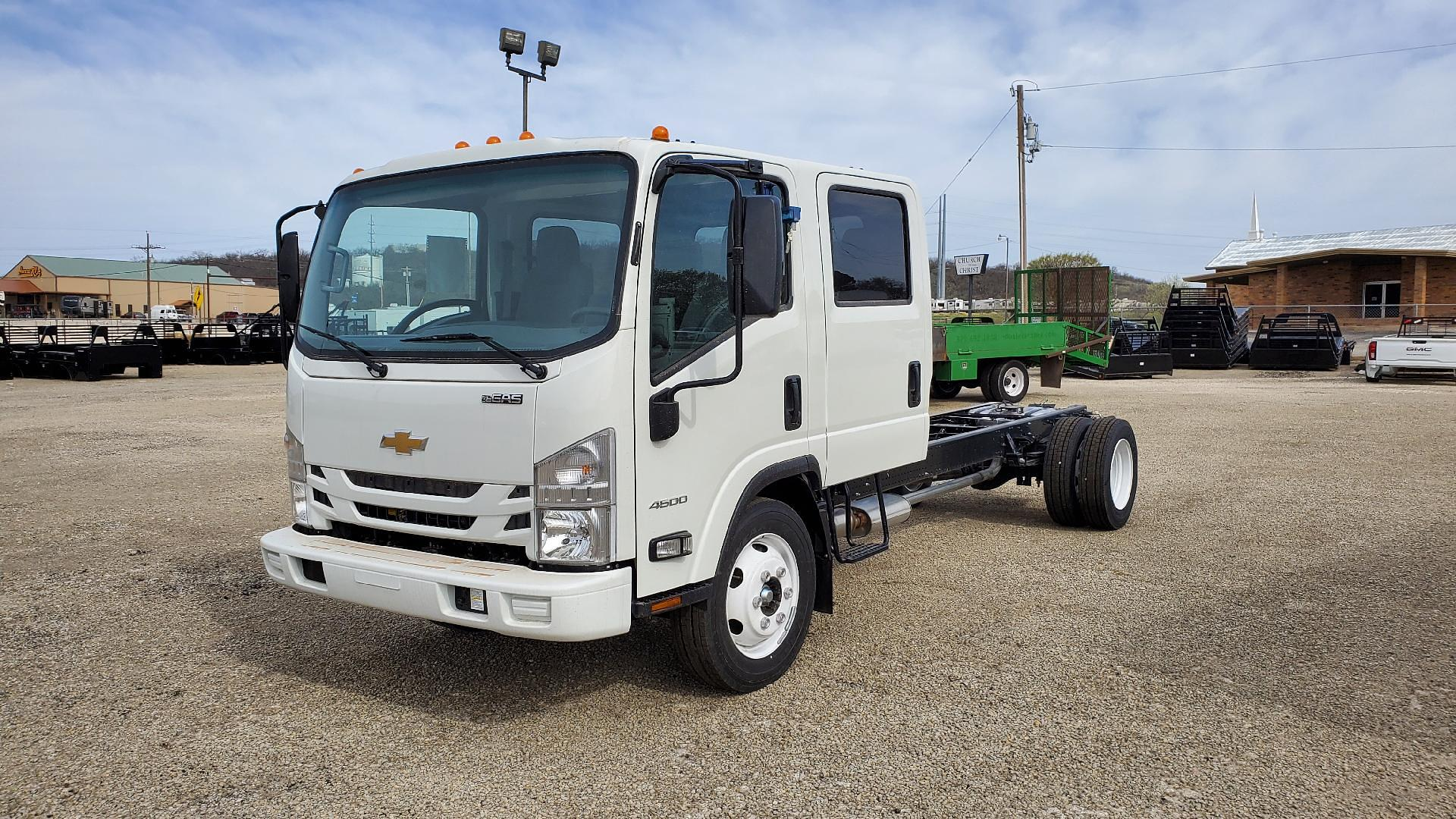 2020 Chevrolet Low Cab Forward 4x2, Cab Chassis #5103310 - photo 1