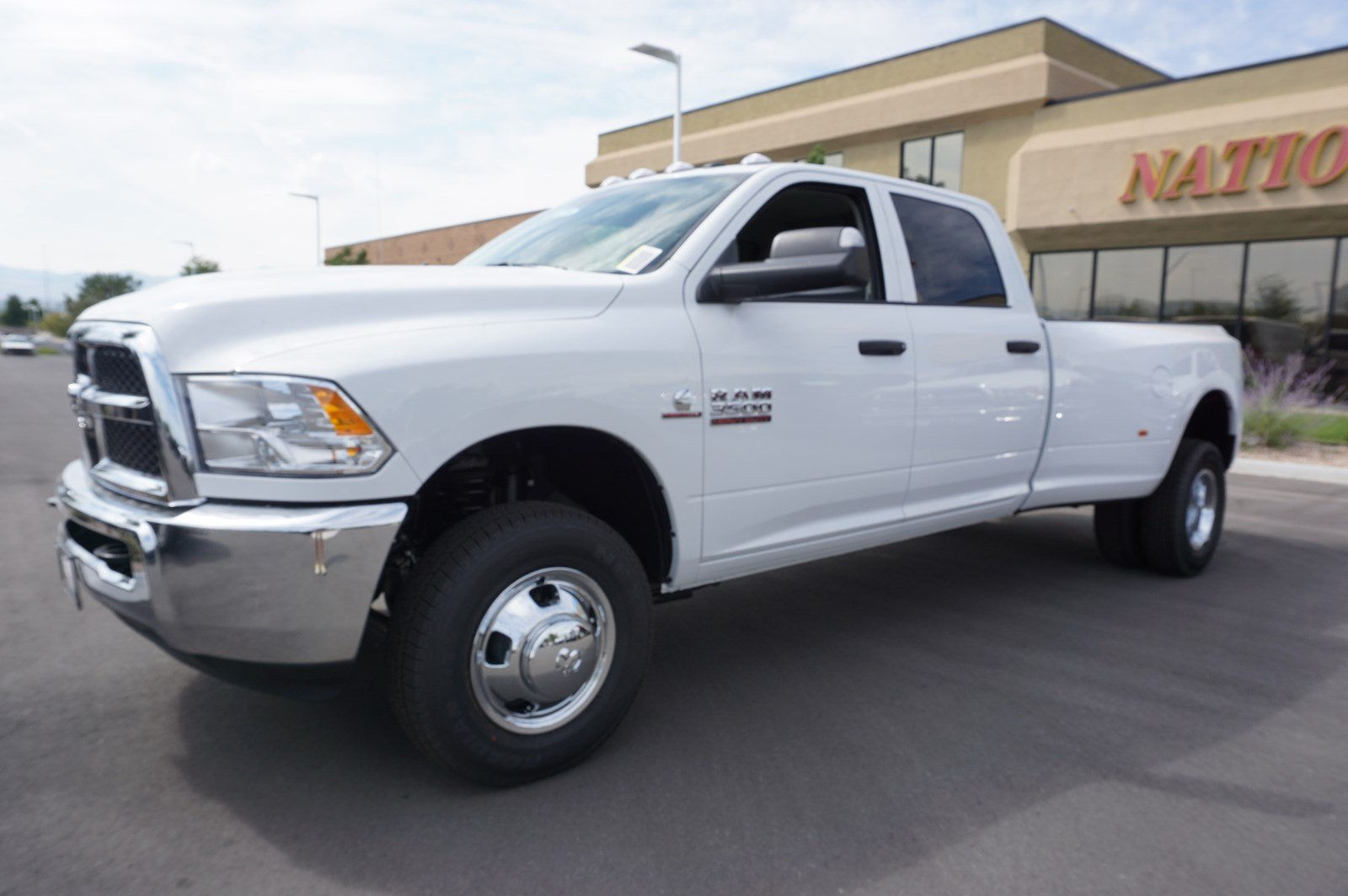 2017 Ram 3500 Crew Cab DRW 4x4 Pickup #38246 - photo 4