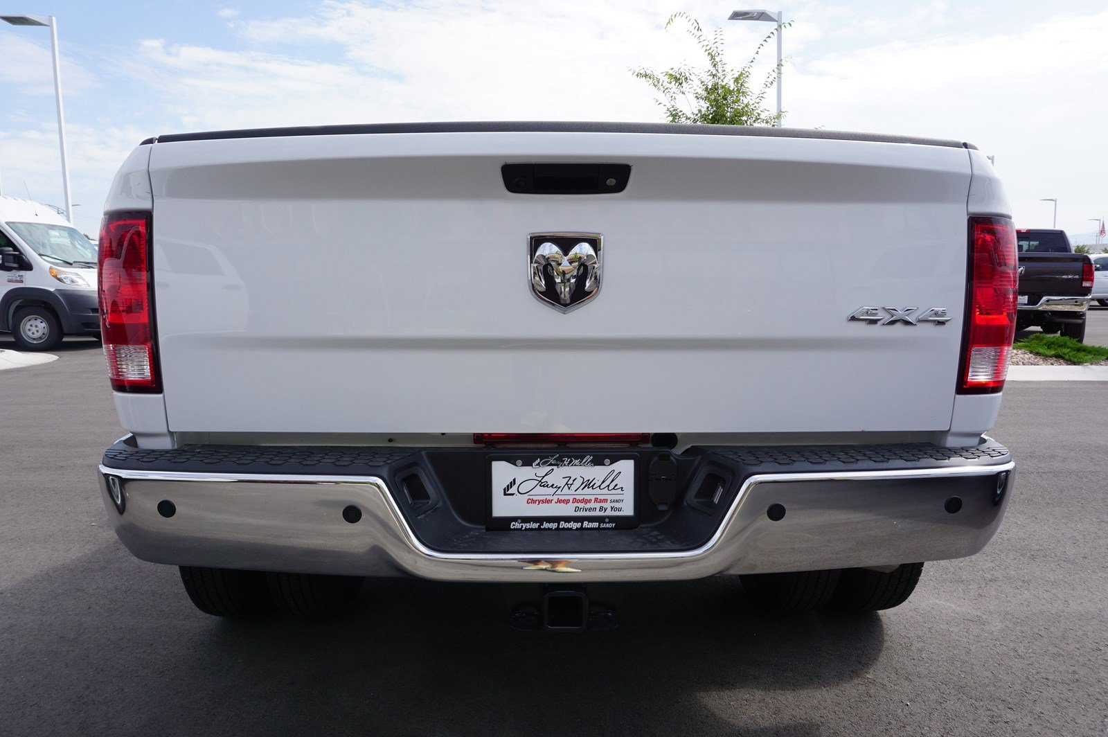 2017 Ram 3500 Crew Cab DRW 4x4 Pickup #38246 - photo 7