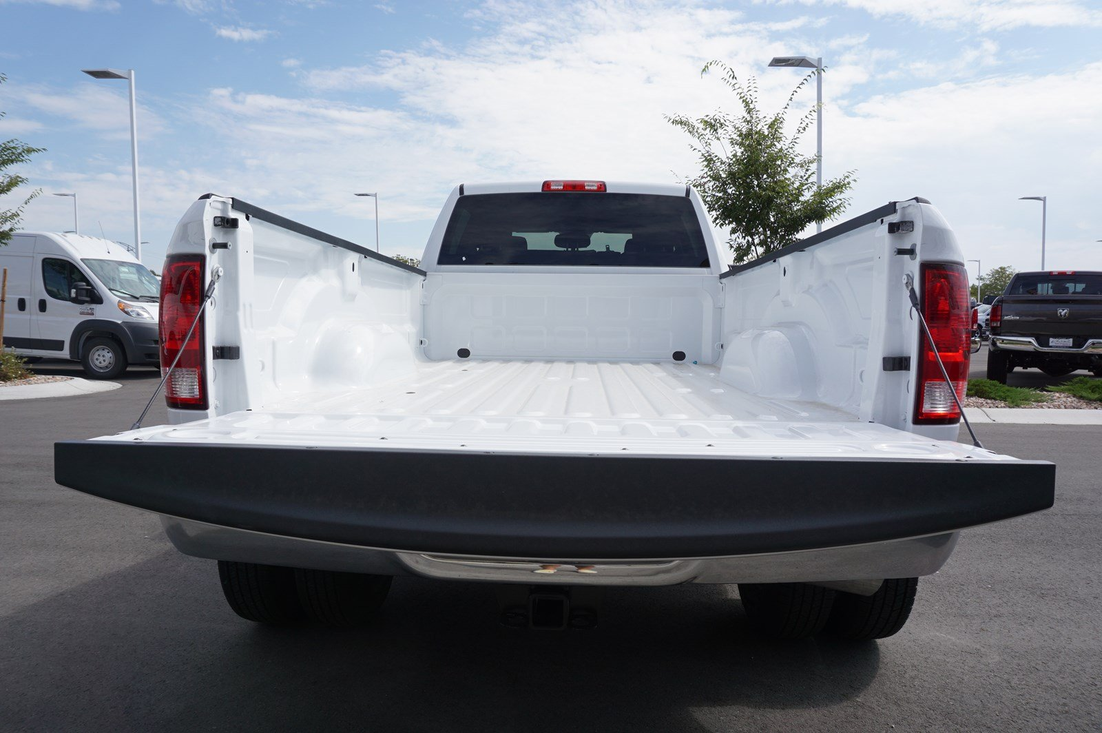 2017 Ram 3500 Crew Cab DRW 4x4 Pickup #38246 - photo 8