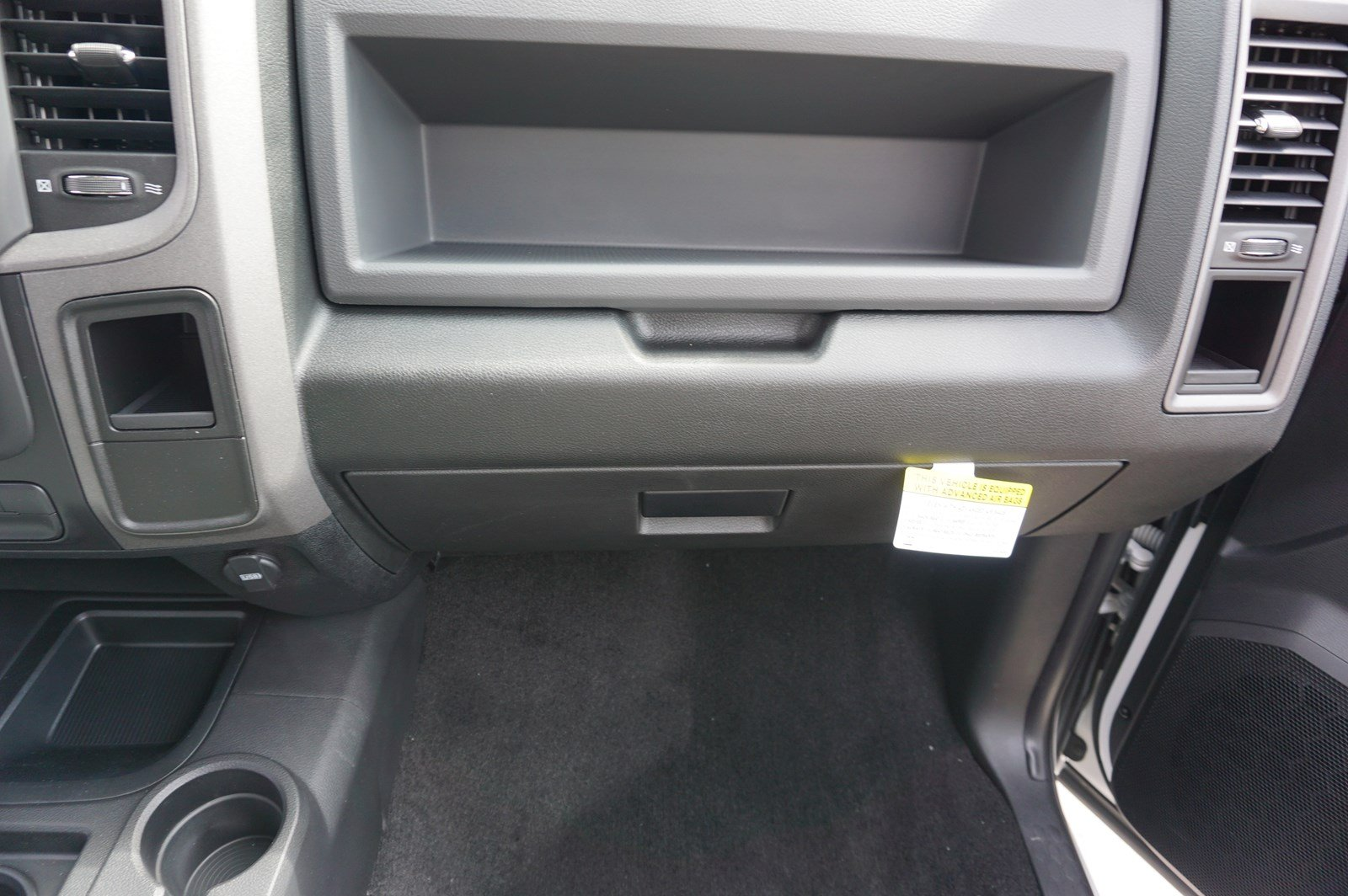 2017 Ram 3500 Crew Cab DRW 4x4 Pickup #38246 - photo 15