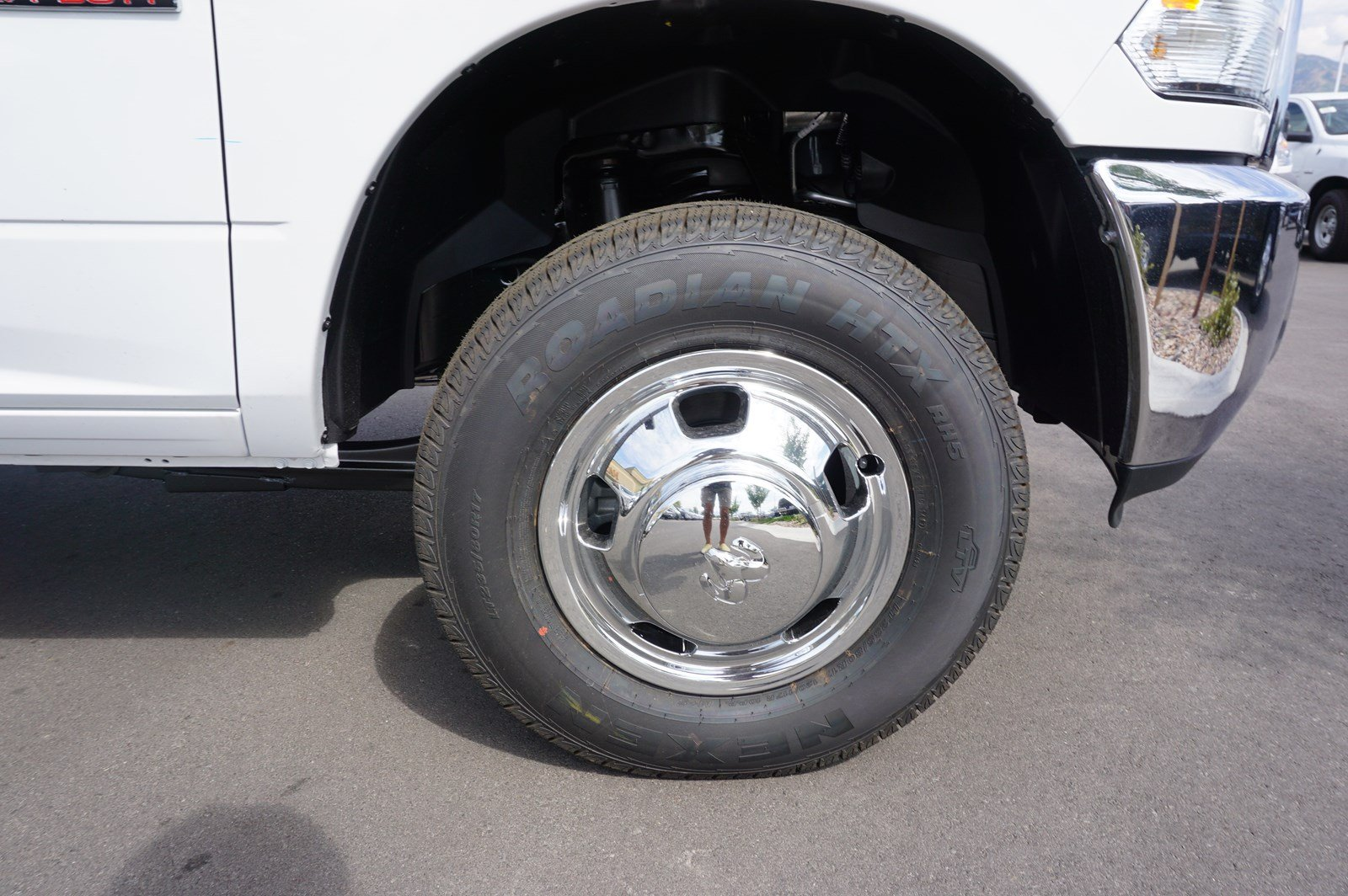2017 Ram 3500 Crew Cab DRW 4x4 Pickup #38246 - photo 19
