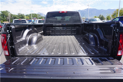 2018 Ram 3500 Crew Cab DRW 4x4 Pickup #47036 - photo 20