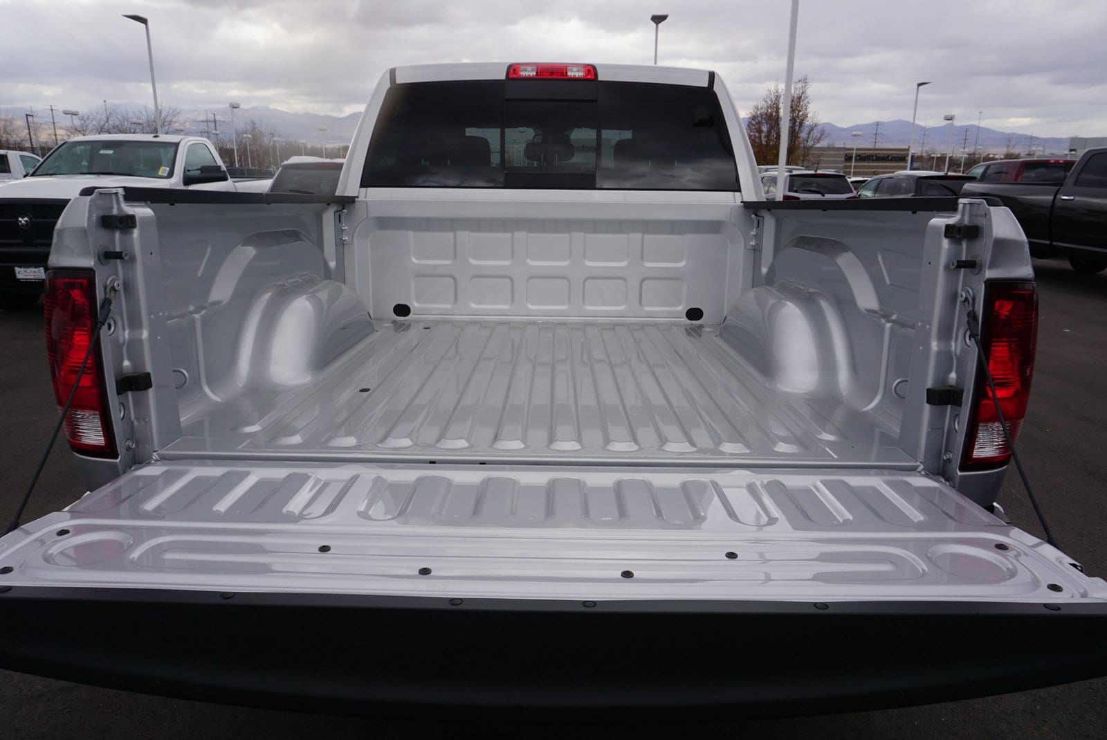 2018 Ram 1500 Crew Cab 4x4 Pickup #47175 - photo 20