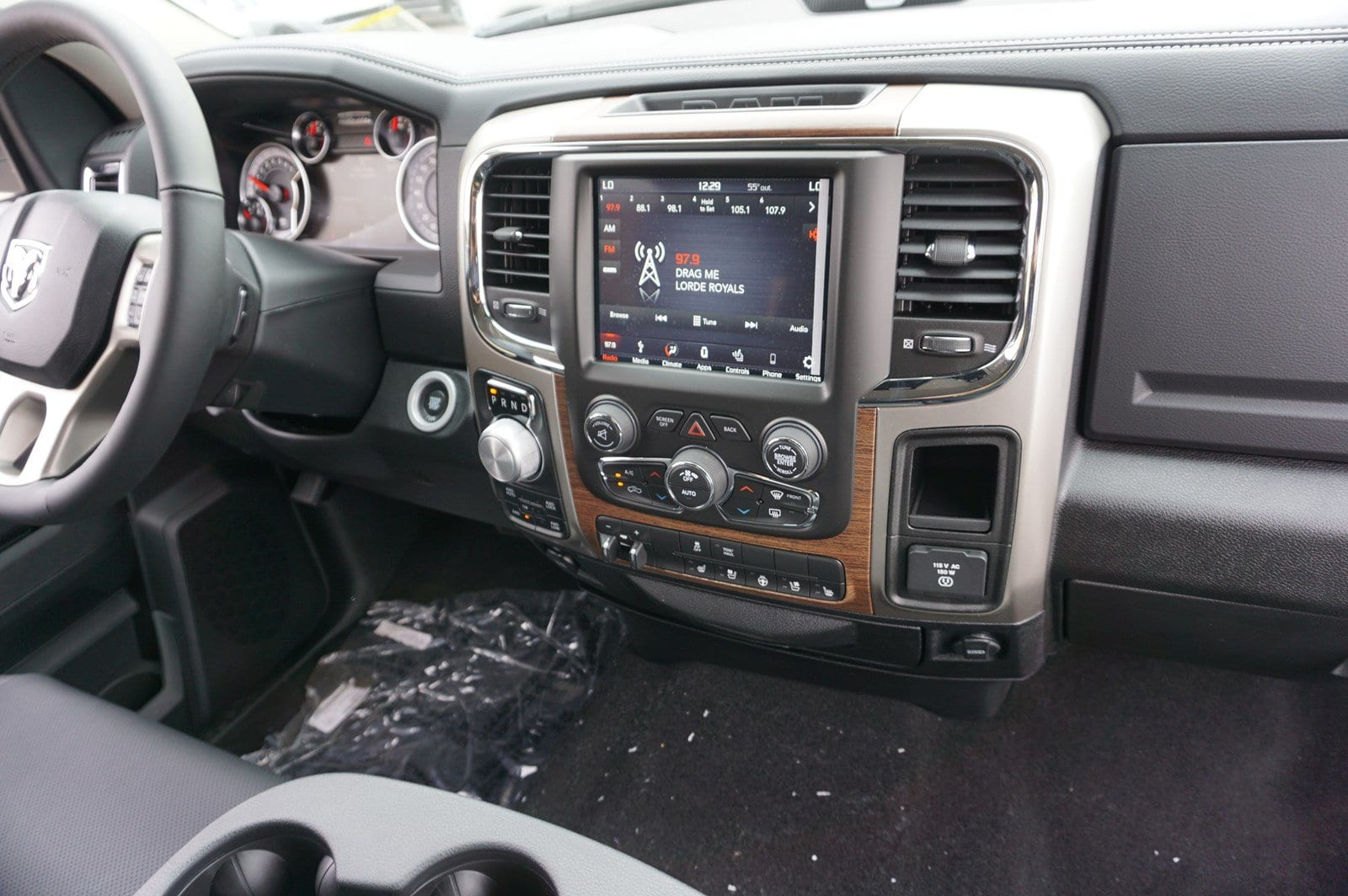 2018 Ram 1500 Crew Cab 4x4, Pickup #47228 - photo 13
