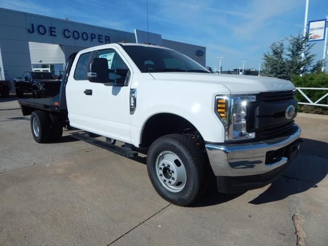 2018 F-350 Super Cab DRW 4x4,  Platform Body #JEC39328 - photo 1