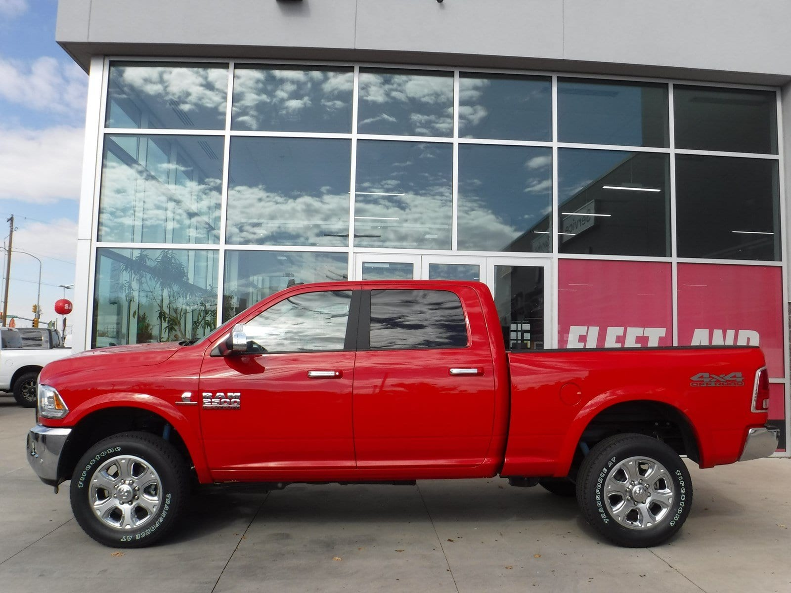 2018 Ram 2500 Crew Cab 4x4 Pickup #180176 - photo 3