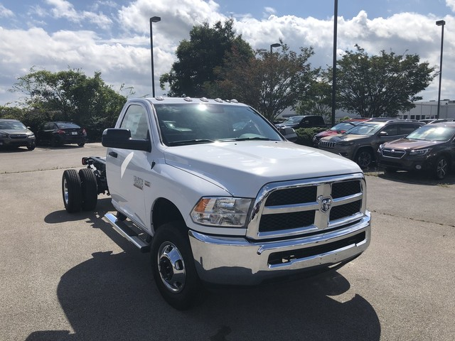 2018 Ram 3500 Regular Cab DRW 4x2,  Cab Chassis #JG325140 - photo 3