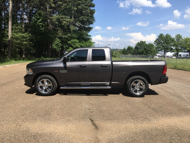 2018 Ram 1500 Quad Cab 4x4,  Pickup #JS302715 - photo 4