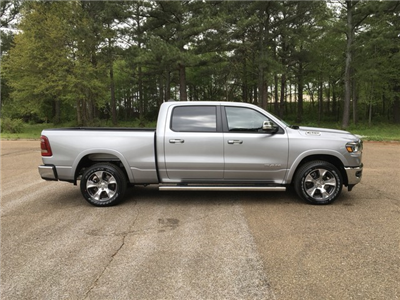 2019 Ram 1500 Crew Cab 4x4, Pickup #KN538836 - photo 5