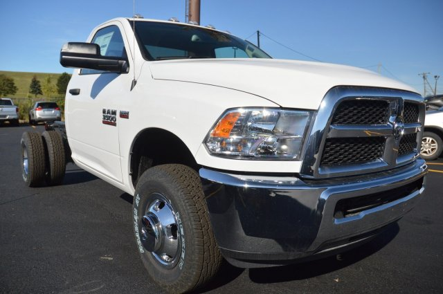 2018 Ram 3500 Regular Cab DRW 4x4 Cab Chassis #80128 - photo 4
