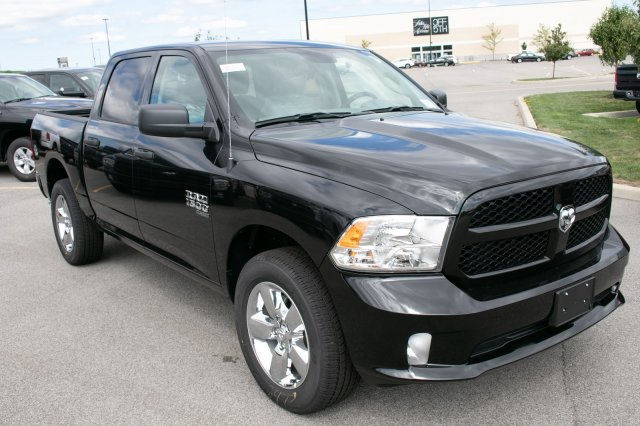 2019 Ram 1500 Crew Cab 4x4,  Pickup #90292 - photo 3