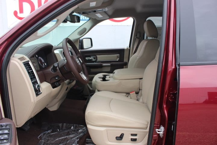 2017 Ram 1500 Crew Cab 4x4 Pickup #C17298 - photo 13