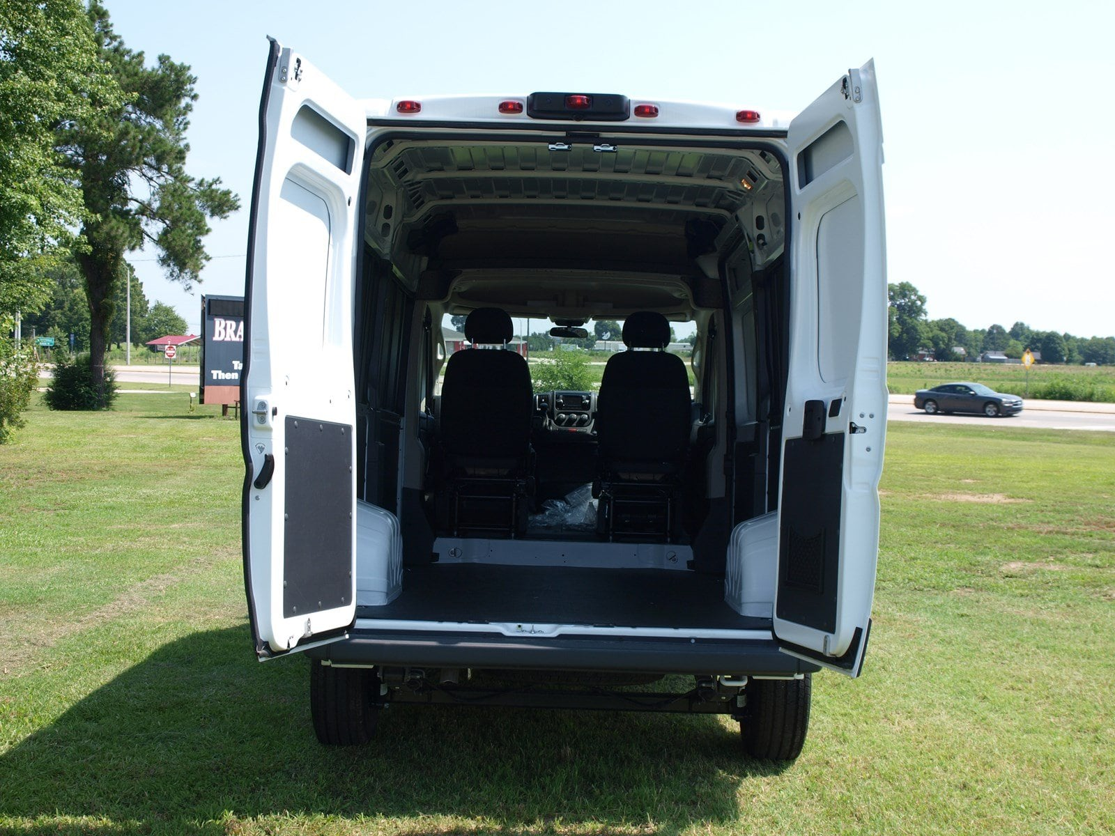 2018 ProMaster 1500 High Roof FWD,  Empty Cargo Van #C18315 - photo 5