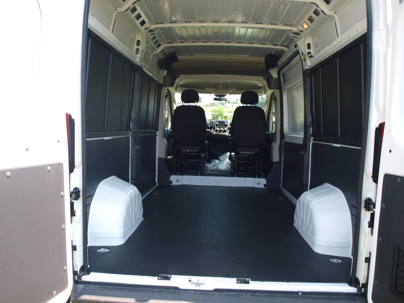 2018 ProMaster 1500 High Roof FWD,  Empty Cargo Van #C18315 - photo 2
