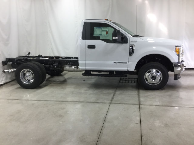 2017 F-350 Regular Cab DRW 4x4 Cab Chassis #26356 - photo 3