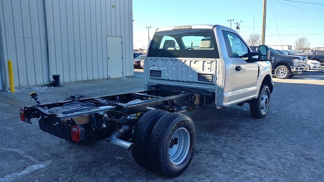 2018 F-350 Regular Cab DRW 4x4,  Cab Chassis #28379 - photo 7